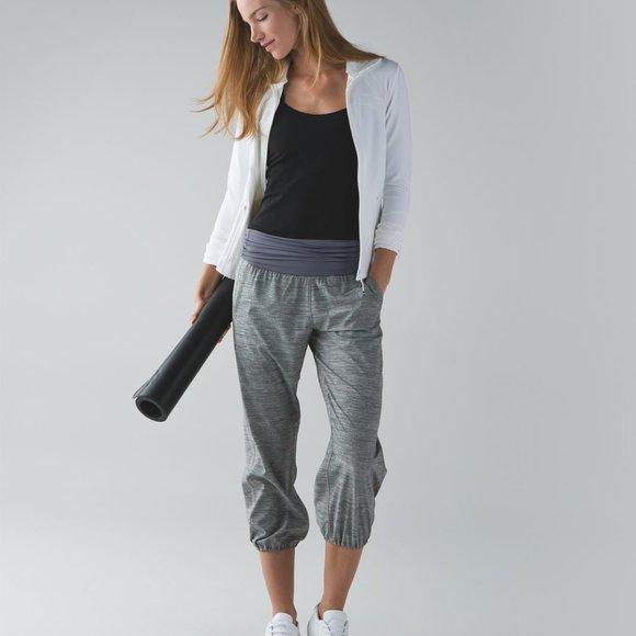 Lululemon Gray Om Pant Capris, Size 2